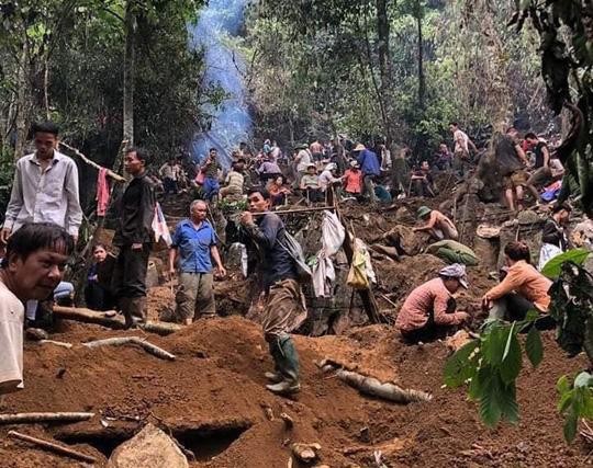 Vụ người dân đổ xô lên núi tìm đá quý: Có người bán được viên đá giá 3,8 tỉ đồng - 1