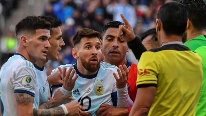 """""""Ông trùm"""" Messi uất ức nhìn Brazil làm vua Nam Mỹ: Trút giận Neymar - Coutinho? - 1"""