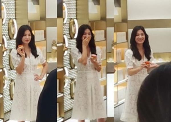 """Clip Song Hye Kyo cười rạng rỡ sau ly hôn """"gây sốt"""" cộng đồng mạng - 1"""