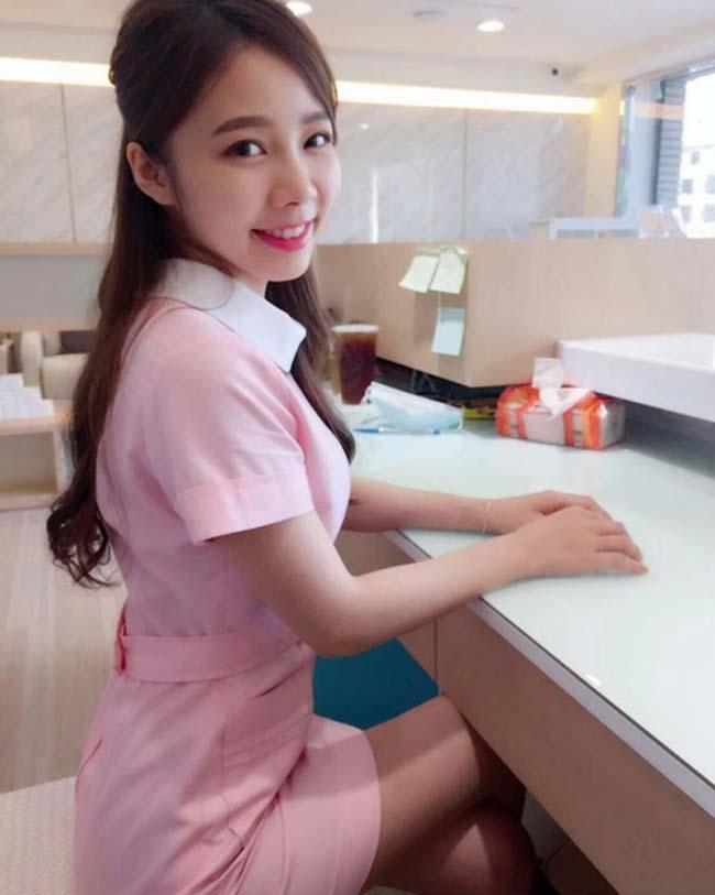 """Năm nay 27 tuổi, nữ y tá Ning Chen được mệnh danh là """"cô tiên răng"""" của Đài Loan nhờ vào vẻ đẹp vừa ngọt ngào, trong trẻo lại vừa quyến rũ, gợi cảm."""
