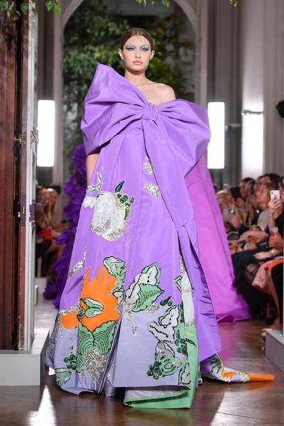 Show diễn Valentino: người mẫu diện cả cây lau nhà lên người và câu chuyện đằng sau! - 5