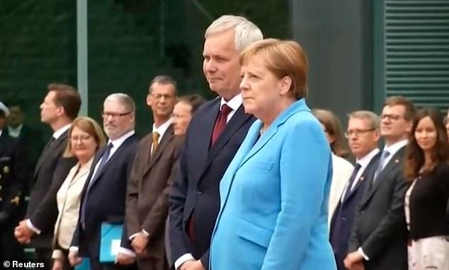 Nữ thủ tướng Đức lại run bần bật toàn thân, lần thứ 3 trong một tháng - 1