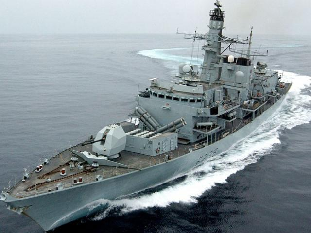 5 xuồng cao tốc Iran chặn bắt tàu chở dầu Anh ở Vịnh Ba Tư