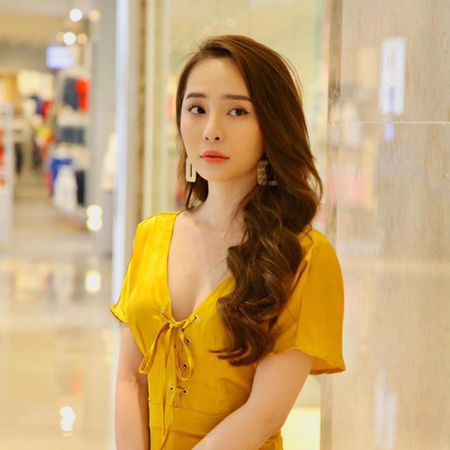 """Một trong những cô nàng """"tiểu tam"""" đang bị khán giả màn ảnh nhỏ Việt ghét cay ghét đắng là Nhã trong Về nhà đi con. Vai diễn do nữ diễn viên Quỳnh Nga đảm nhận."""