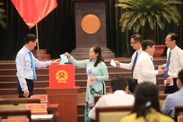 Giám đốc Sở Tài chính được bầu giữ chức Phó Chủ tịch HĐND TP.HCM - 1