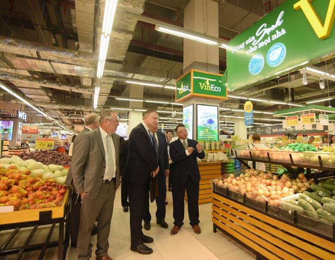 Đại sứ Hoa Kỳ hào hứng trải nghiệm siêu thị VinMart - 1