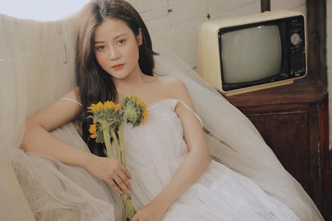 """Gây ấn tượng với bức hình xinh đẹp trên một hội nhóm chuyên dành cho những người thích ngắm nhìn các cô gái xinh đẹp châu Á, Kim Yến ngay lập tức khiến mọi người phải thốt lên khên ngợi: """"Con gái Việt Nam thật đẹp""""."""