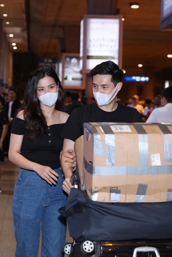 Đông Nhi được fan tổ chức hôn lễ với bạn trai thiếu gia ngay tại sân bay - 1