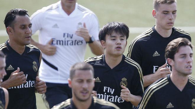 """""""Messi Nhật"""" gây sốt sân tập Real: Kĩ thuật điêu luyện, nức lòng người hâm mộ - 1"""