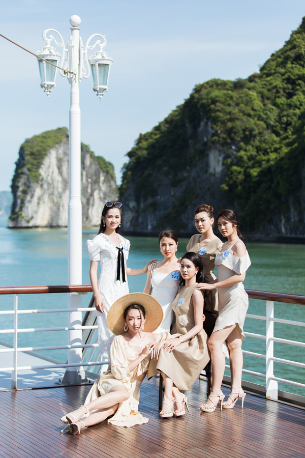 Dàn thí sinh Miss World VN diễn thời trang dưới cái nắng cực độ - 1