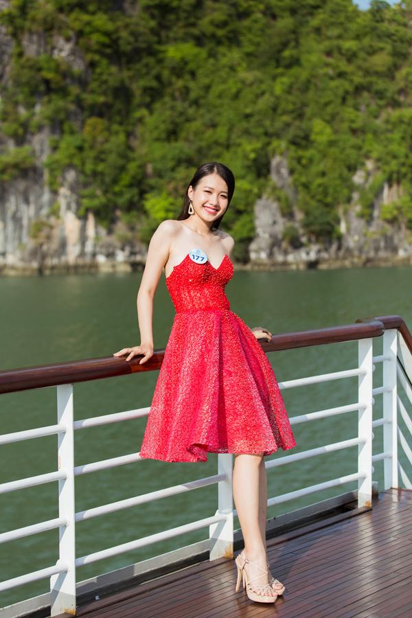 Dàn thí sinh Miss World VN diễn thời trang dưới cái nắng cực độ - 4