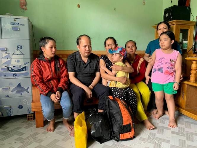 Cảm phục cụ bà vượt hàng ngàn cây số tìm mẹ ruột bé trai 4 tuổi - 1