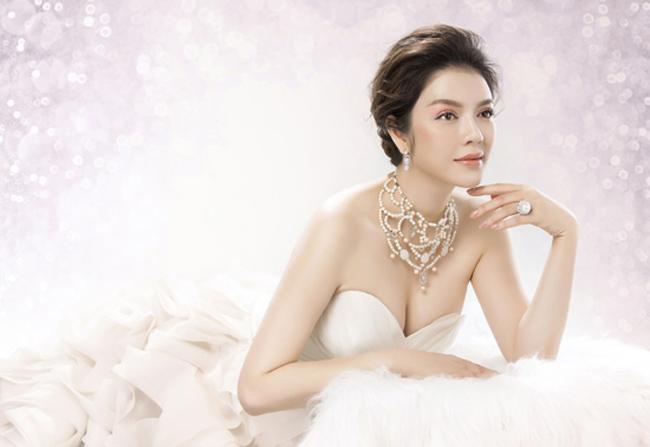 """Người đẹp được mệnh danh """"nữ hoàng trang sức"""" vì sở hữu nhiều kim cương, đá quý."""