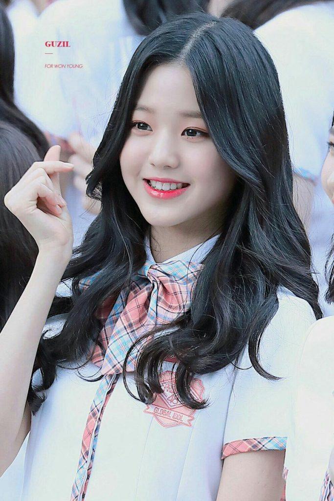 Hiện tượng sắc đẹp 15 tuổi mới của xứ Hàn chuộng váy bodycon, áo crop top - 1