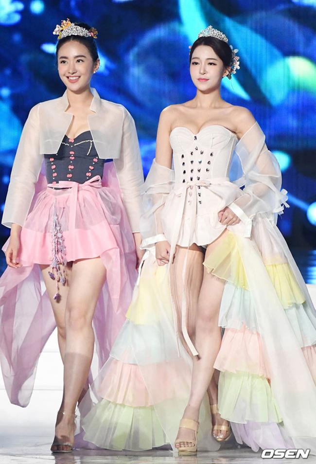 Mới đây, trong đêm chung kết cuộc thi Hoa hậu Hàn Quốc 2019, màn trình diễn hanbok cách điệu của các thí sinh vấp phải phản ứng gay gắt từ dư luận nước này. Chúng khiến nhiều người liên tưởng tới trang phục của phim cổ trang 19+.