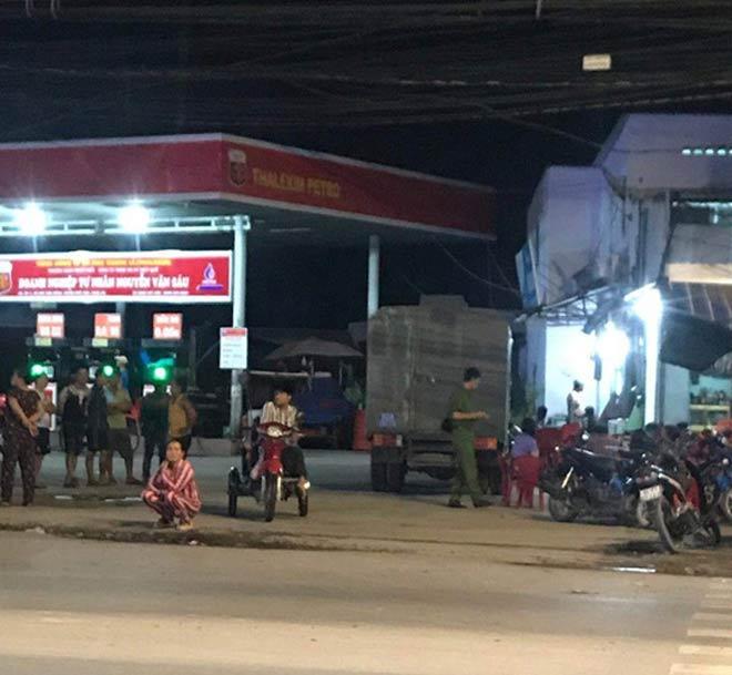 Không cho nợ tiền đổ xăng, nhân viên bán xăng bị đâm chết - 1