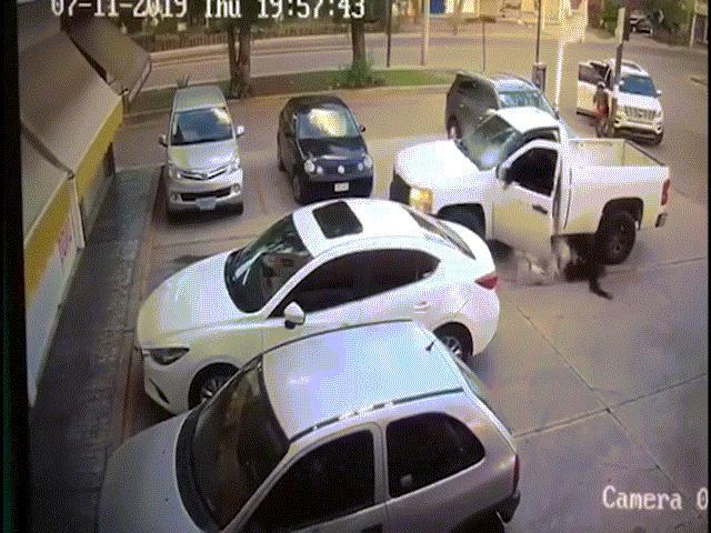"""Băng đảng tội phạm trút """"mưa đạn"""" vào cảnh sát tại bang nguy hiểm nhất Mexico"""