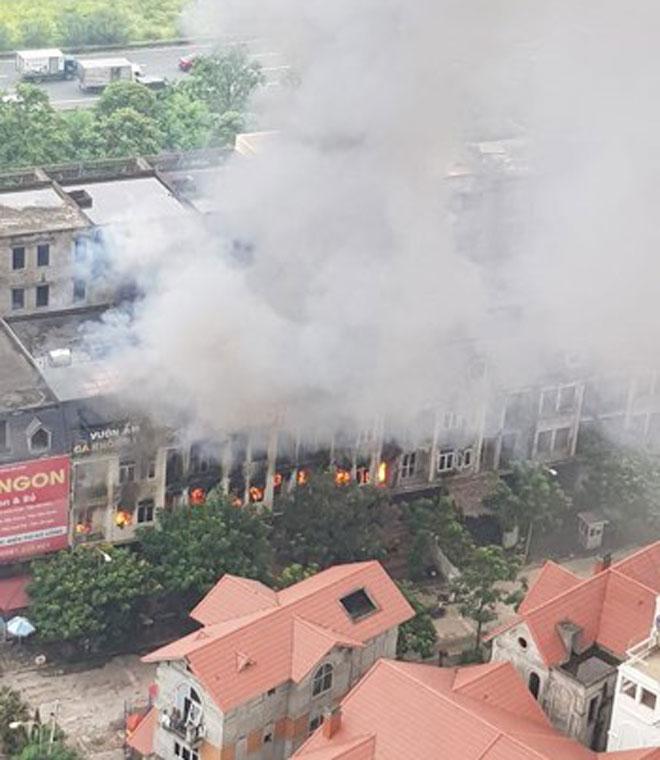 Cháy lớn ở nhà hàng trong khu biệt thự Thiên Đường Bảo Sơn - 1