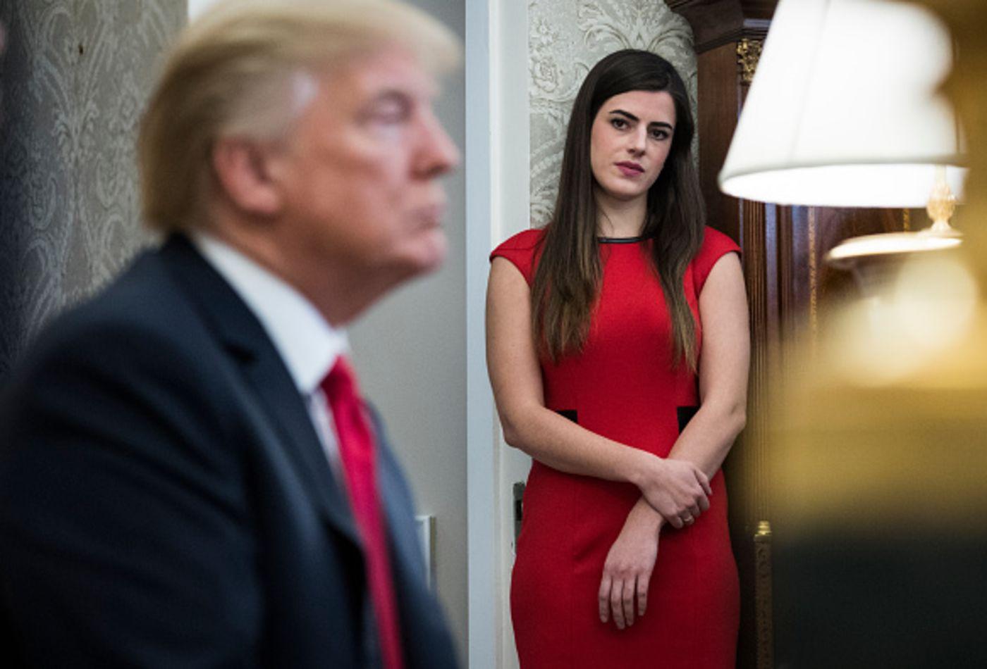 Bóng hồng xinh đẹp bên cạnh tổng thống nước giàu nhất thế giới nhận lương bao nhiêu? - 1
