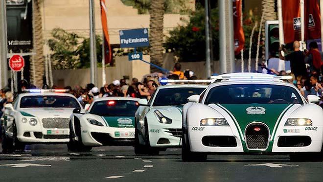 Dán tem xe cảnh sát Dubai sẽ bị từ chối đăng kiểm trên cả nước - 1