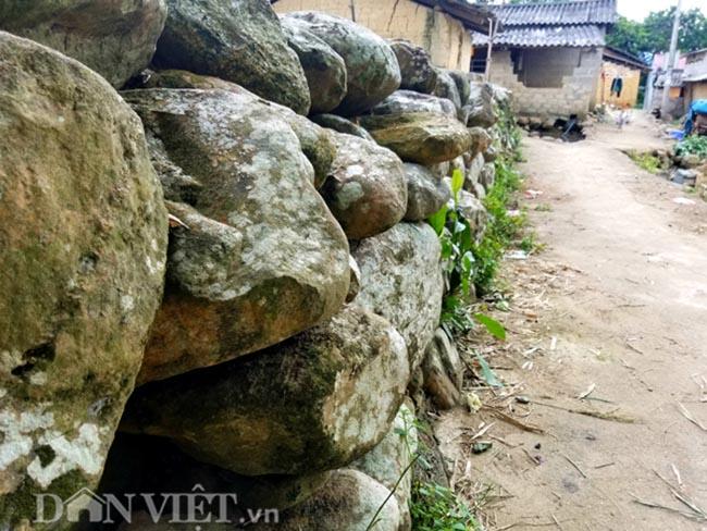 Ngỡ ngàng vẻ yên bình ở làng đá nơi biên giới xứ Lạng - 1