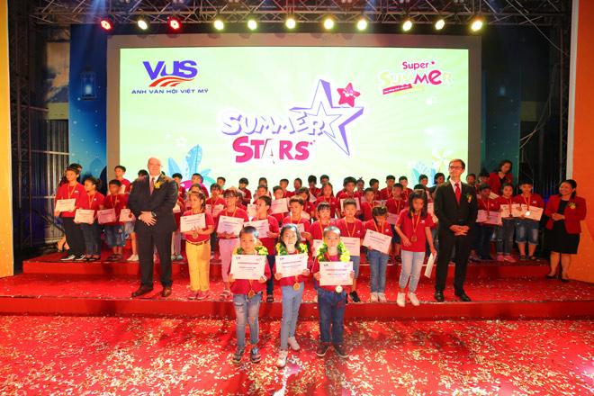 Trao giải cuộc thi hè cho 305 học viên VUS xuất sắc - 1