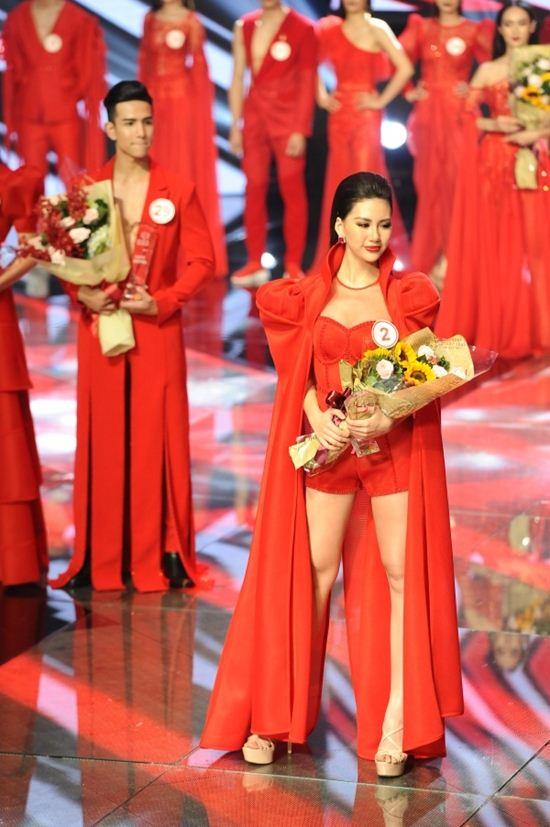 """Siêu mẫu Quỳnh Hoa: """"Ở vị trí hiện tại, tôi chỉ chọn yêu người xứng tầm"""" - 1"""
