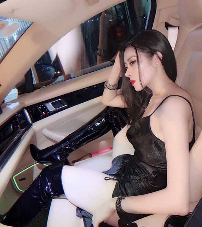 Loạt ảnh cô nàng quyến rũ bên siêu xe thu hút sự chú ý của cộng đồng mạng.