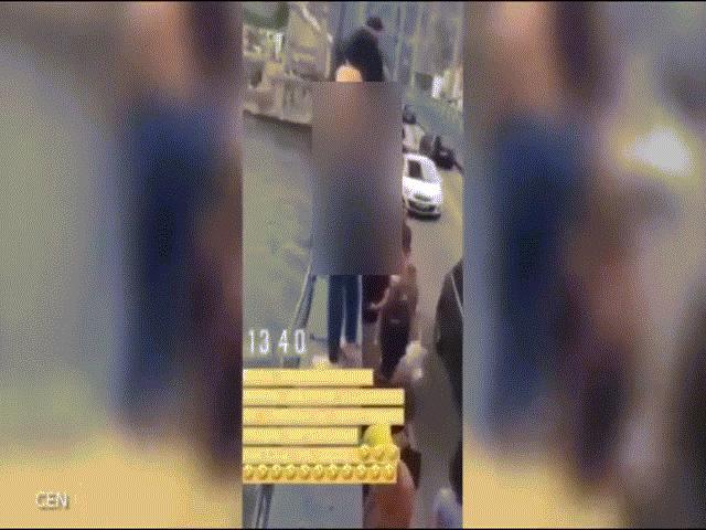 Video: Cô gái cởi quần áo, liều mạng nhảy chúi từ cầu cao 45m xuống nước
