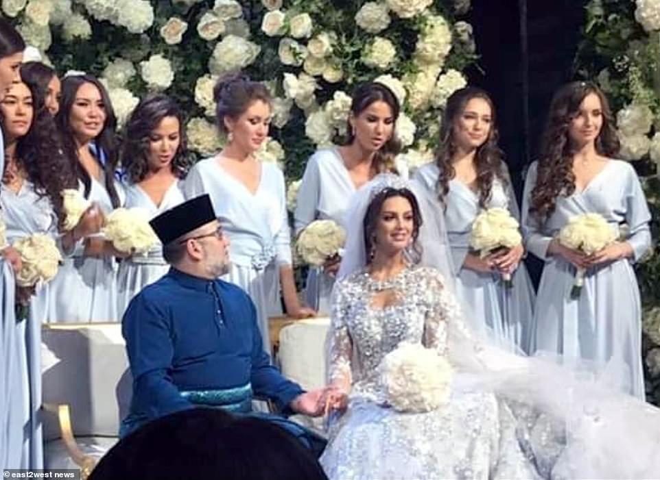 Cựu vương Malaysia ly hôn người đẹp Nga ngay sau khi có con trai? - 1