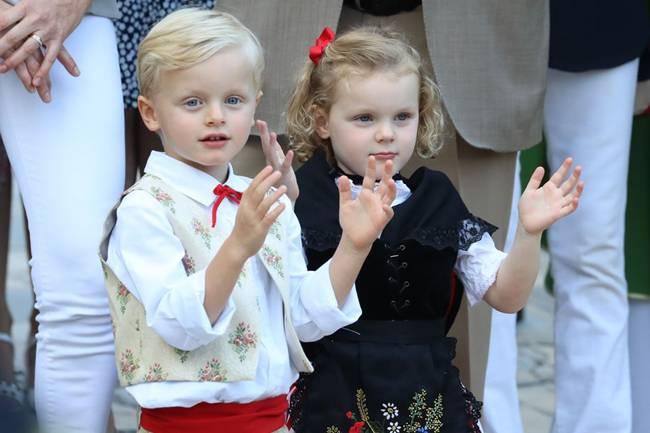Hai con của thân vương Monaco là Công chúaGabriella và Hoàng tử Jacques còn nhỏ nhưng cũng là biểu tượng về phong cách.