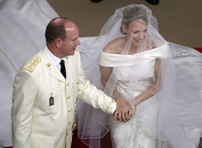 Thân vương Albert và vương phi Charlene tổ chức đám cưới năm 2011. Đây là một trong những đám cưới hoàng gia xa hoa và đắt đỏ nhất từ trước đến nay.