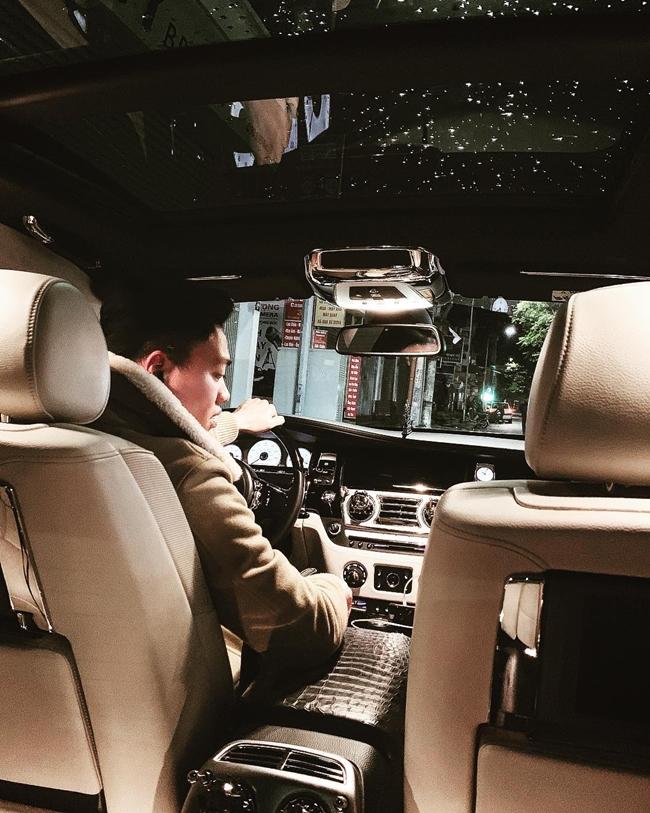Bảo Hưng gây chú ý khi thường xuyên xuất hiện với chiếc Mercedes-Maybach S560 trị giá hơn 11 tỷ đồng.