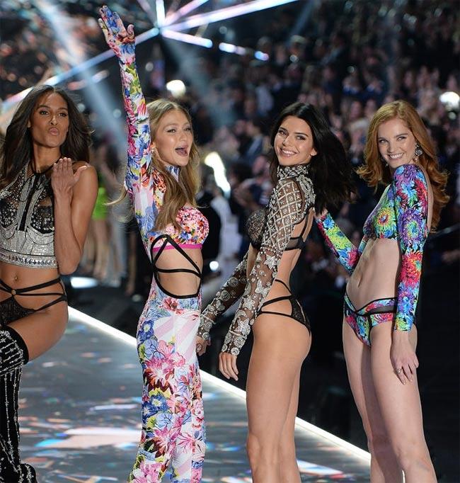 Giữa dàn thiên thần Victoria's Secret, Kendall nổi trội hơn với phần hông nở nhưng đùi vẫn thon gọn.