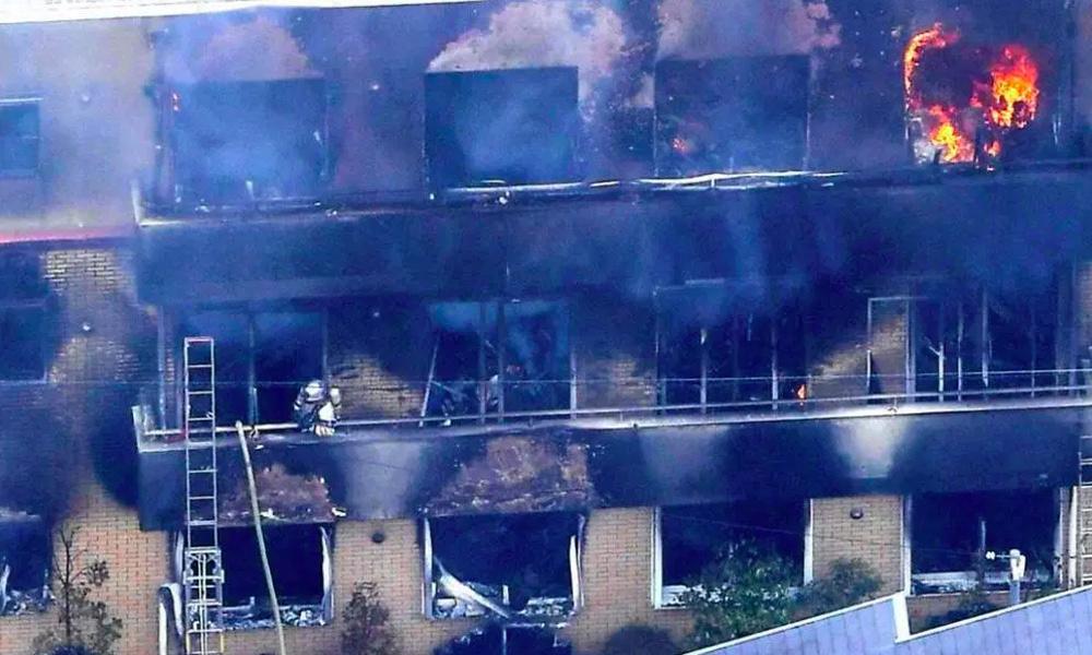 Xưởng phim Kyoto Animation bị đốt: Lửa trùm các nạn nhân tháo chạy, 33 người thiệt mạng - 1