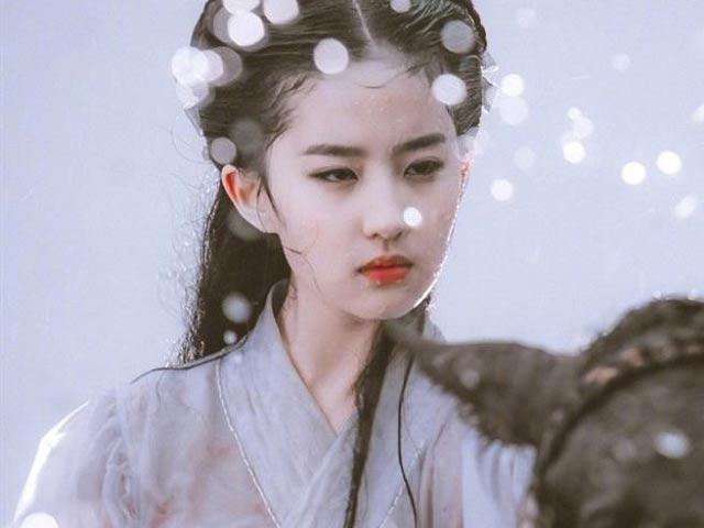 """Người đẹp nhất """"tứ đại nữ thần Trung Quốc 2019"""" da như em bé nhờ 3 điều"""