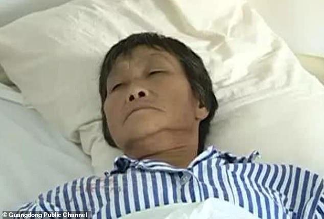 Bệnh nhân than thuốc rởm, bác sĩ TQ uống một liều chứng minh và cái kết thảm - 1