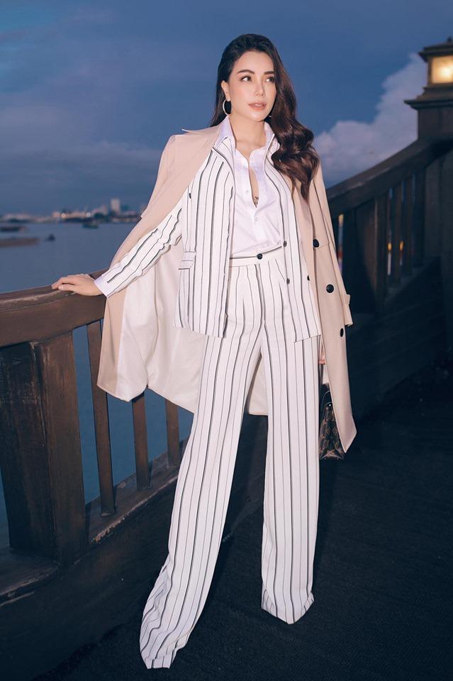 Hoa hậu quê Vũng Tàu mở tiệc trên du thuyền lớn nhất sông Sài thành - 7