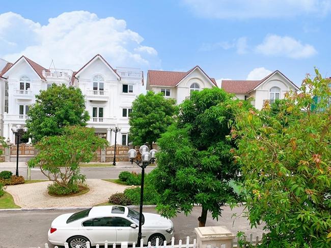 Biệt thự của gia đình Lã Thanh Huyền có view rất đẹp.