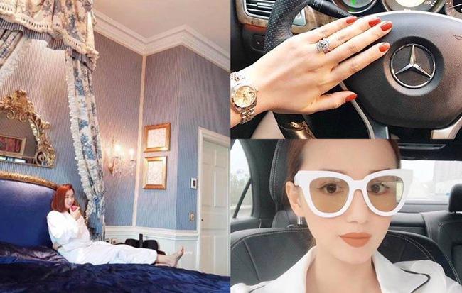 Cô sở hữu nhiều món đồ hàng hiệu có giá trị cùng loạt phụ kiện trang sức đắt giá như nhẫn kim cương, đồng hồ, xe hơi sang trọng được ông xã tặng sau khi sinh con đầu lòng.