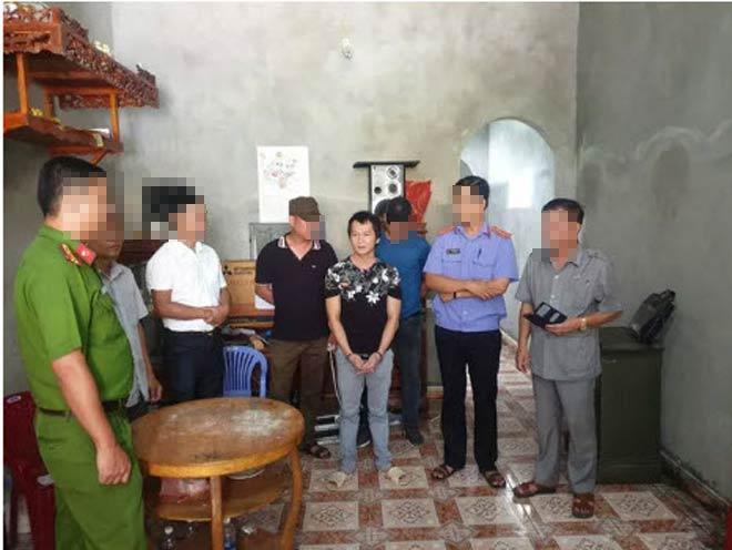 Kẻ có 3 tiền án diễn lại cảnh dùng côn nhị khúc siết cổ nữ sinh giao gà ở Điện Biên - 1