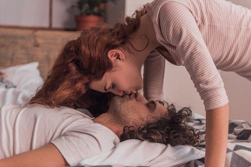 """Vợ đòi """"yêu"""", chồng làm một hành động khiến cô mất hứng lập tức - 1"""