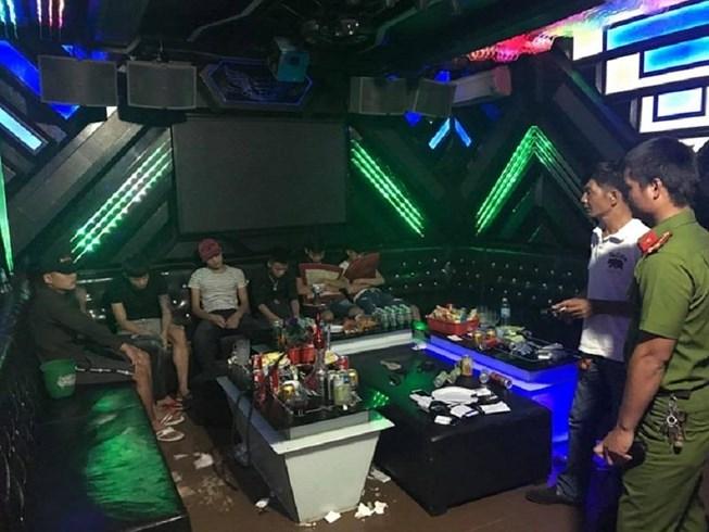 47 nam nữ dương tính với ma túy trong quán karaoke - 1