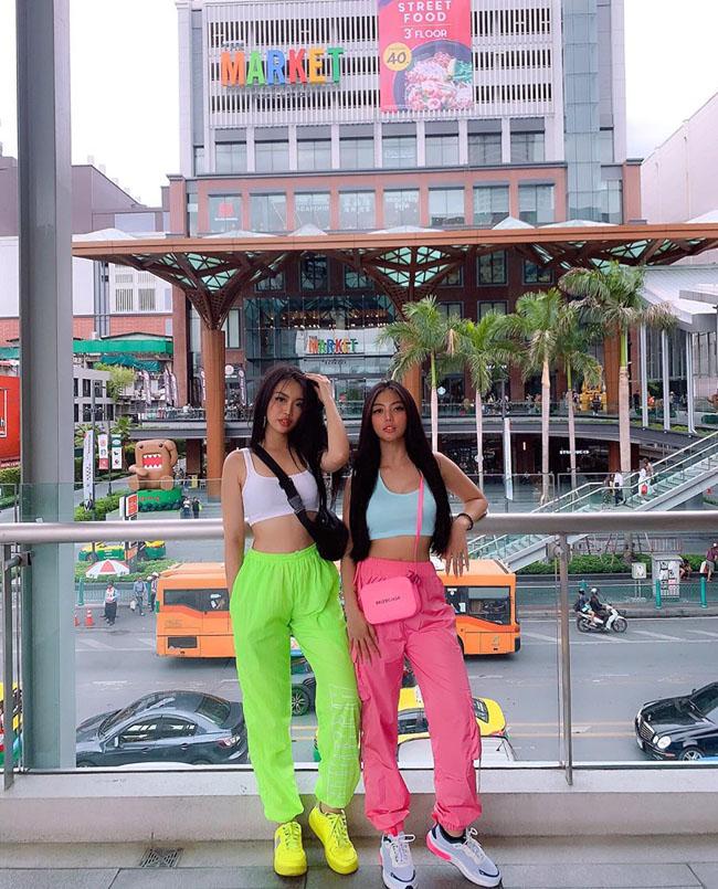 Nhờ gym, 2 cô nàng hot girl Sài Gòn Lê Mỹ Kim và Nguyễn Ngọc Chi đã trở nên thân thiết, gắn bó như 1 cặp bài trùng.Họ đến với nhau khi cùng đam mê gym và đam mê thời trang.