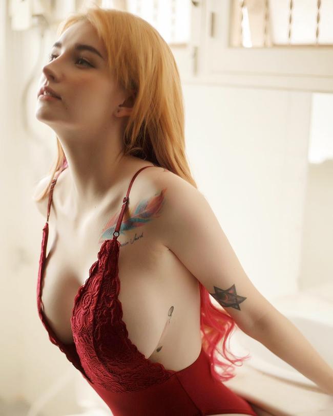 Bắt đầu từ clip hậu trường chụp ảnh với bikini nóng bỏng và bộ ảnh đẹp không tì vết, Jessie Vard (18 tuổi, Thái Lan) nổi tiếng khắp mạng xã hội châu Á.