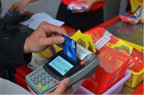 Lách luật rút tiền thẻ tín dụng - 1