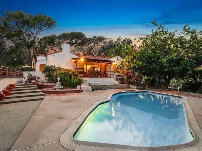 Ngôi nhà có 2 phòng ngủ ở Los Angeles (Mỹ) đang được rao bán với giá 1,98 triệu USD (~46 tỷ đồng).