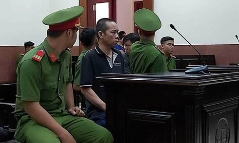 Cha dượng hiếp dâm con riêng của vợ suốt 4 năm lĩnh án 17 năm tù - 1