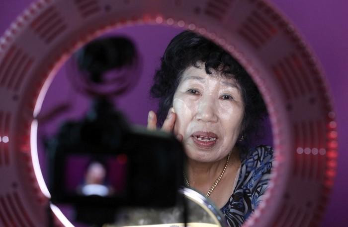 Chuyện cảm động sau làn sóng ông bà già làm người mẫu ở Hàn Quốc - 1