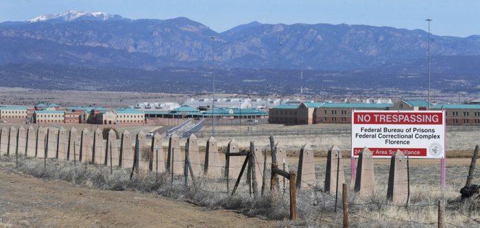 Siêu nhà tù giam trùm ma túy El Chapo: Bước chân vào coi như đã chết - 1